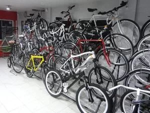 używane rowery w oczekiwaniu na nowych właścicieli