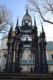 Brama główna prowadząca do Kościoła św. Mikołaja w Szewnie