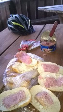 nasz lunch w miłych okolicznościach przyrody
