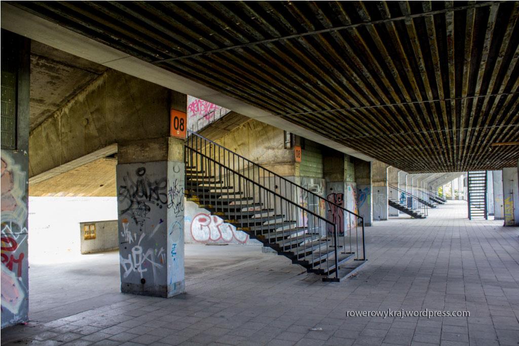 Stadion Strahov. Pasaż pod wejściem na trybuny