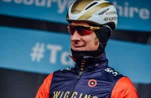 Bradley Wiggins śmieje się na starcie Tour de Yorkshire