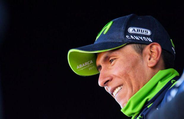 Nairo Quintana z uśmiechem na podium