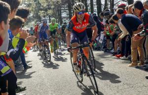 Ion Izagirre atakuje na podjeździe podczas Vuelta al Pais Vasco