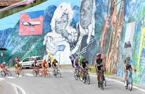 kolarze i mural