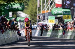 Simon Spilak na trasie dziewiątego etapu Tour de Suisse 2017