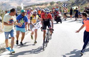 Alberto Contador w akcji zaczepnej