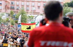 Kibice pozdrawiają i dziękują Contadorowi