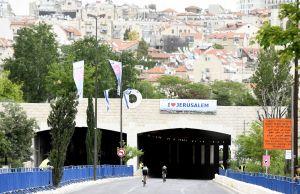 Jerozolima, stare miasto w tle