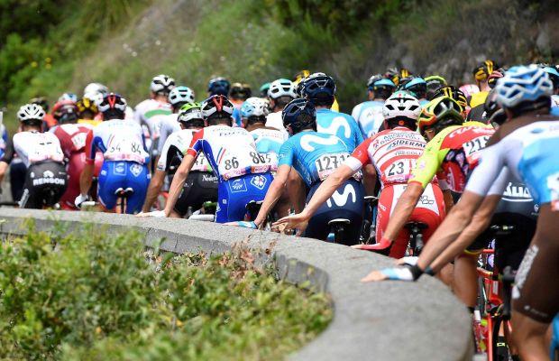 """peleton na trasie Giro d""""Italia"""