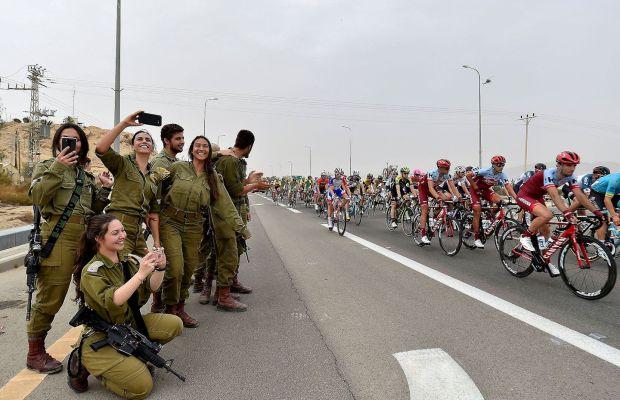 Żołnierki przy trasie Giro d'Italia