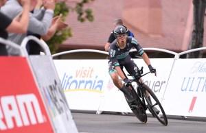 Rafał Majka na rowerze czasowym