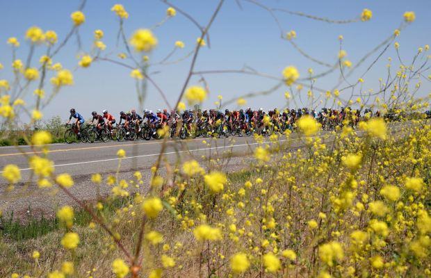 Peleton kobiet na trasie Tour of California