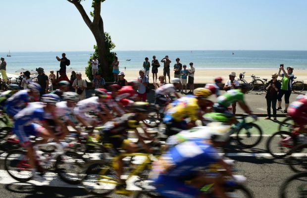 peleton na trasie Tour de France