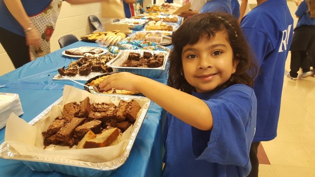 Young student at bake sale 2017 at Private School RMS
