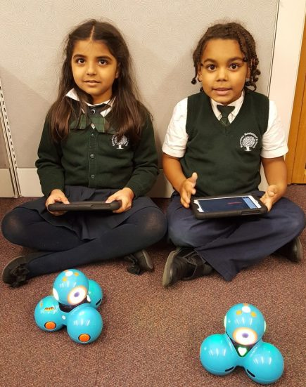 Students using Dash & Dot Robots