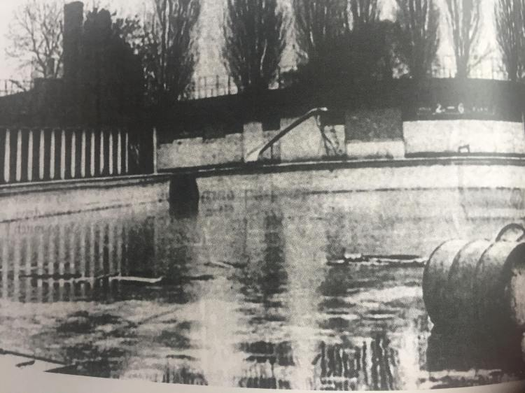 Rowntree Park swimming pool 1980s