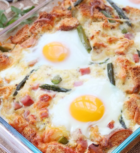 One dish cheesy casserole, this caramelized onion and asparagus strata is a crowd pleaser. It takes very little time to put together and can be made ahead of time.