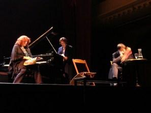 Œuvre mixte (théâtre musical) issue d'un prix de résidence ayant lieu dans les studios de La Muse en circuit à Paris en 2005. Sophie-Caroline Schatz, Sylvie Deguy, Laurent Poitrenaux.