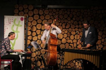 Jazz-Cafe, Jazz hoch drei 14
