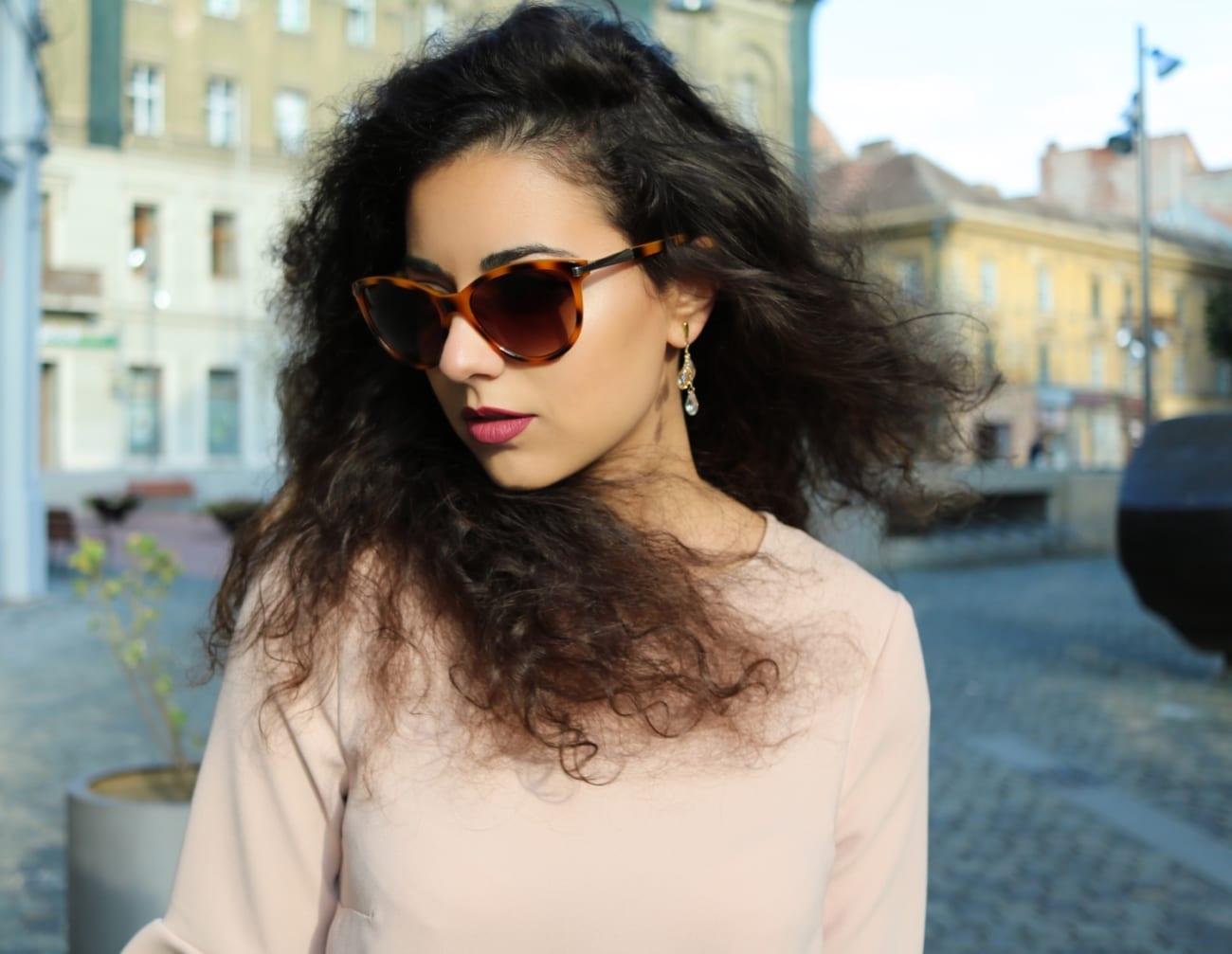 Roxi Rose Cret ruj mat beauty blog Woman Fashion Ro Rochie Sacou Flared volanase ochelati