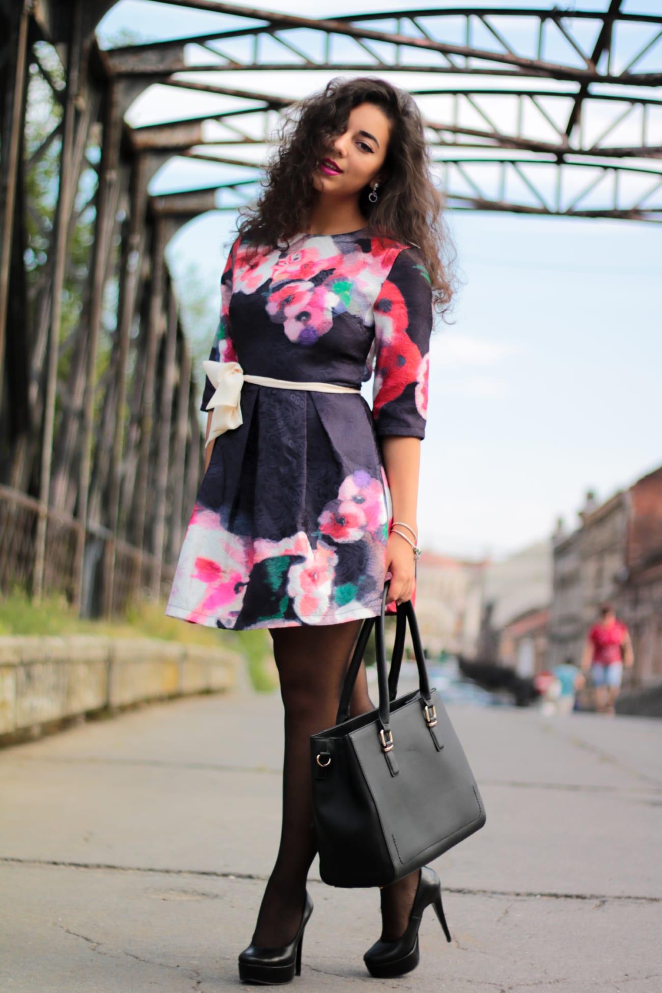 top-fashion-pareri-roxi-rose-timisoara-fashion-blogger-rochia-cu-flori-floral-dress-review-favorite-fashion-item-and-why-clothing-piece-