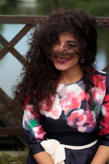 top-fashion-pareri-roxi-rose-timisoara-fashion-blogger-rochia-cu-flori-floral-dress-review-favorite-fashion-item-and-why-clothing-piece curly girl