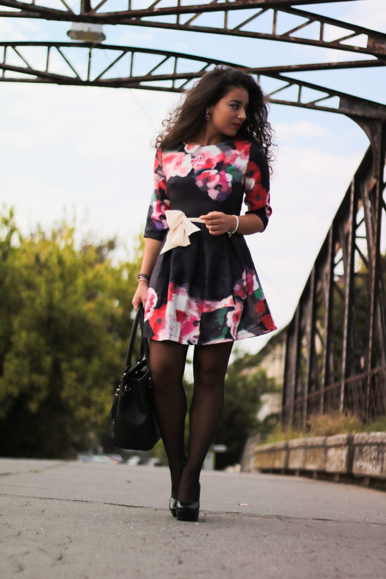 top-fashion-pareri-roxi-rose-timisoara-fashion-blogger-rochia-cu-flori-floral-dress-review-favorite-fashion-item-and-why-clothing-piece