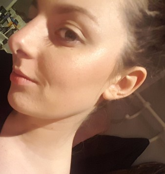 Met foundation eronder en highlighter