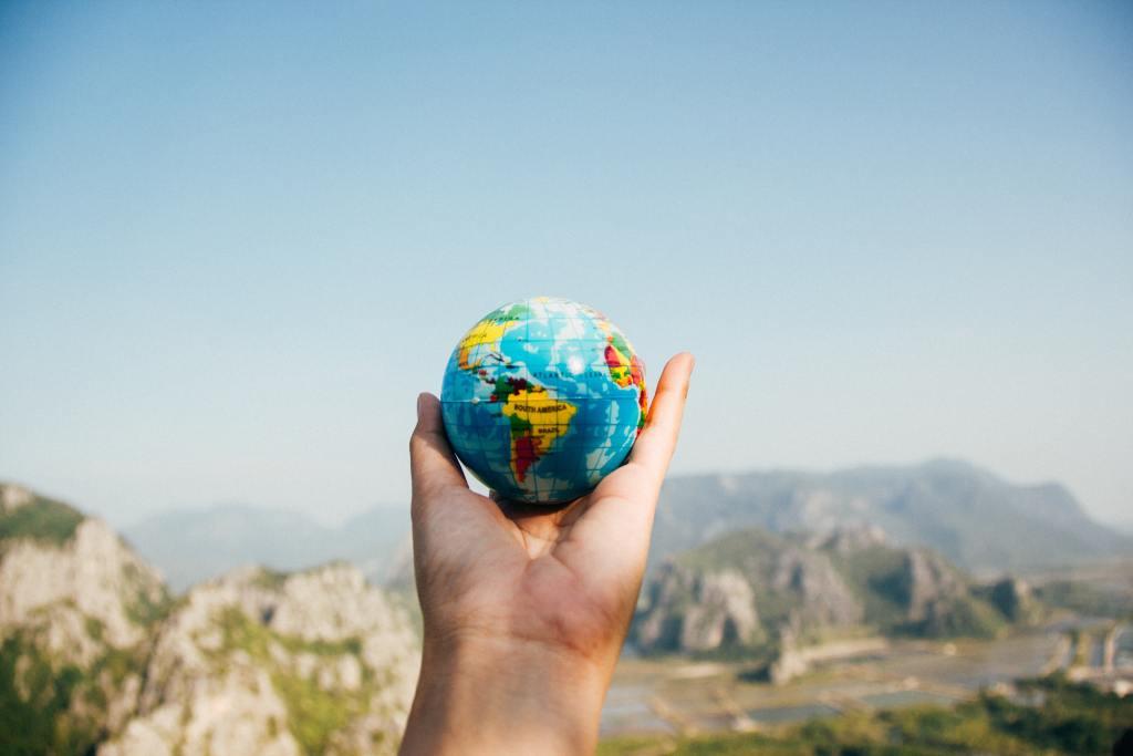 Mi viaje por el mundo.      Por: Emiliano Bolaños