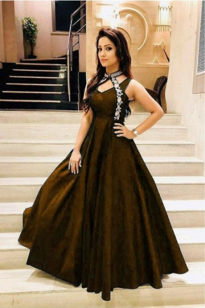 luxurious-look-with-mehendi-taffeta-satin-thread-work-gown