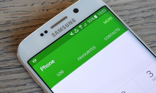 يتم توجيه المكالمات الواردة على Samsung Galaxy S6 Edge مباشرة إلى