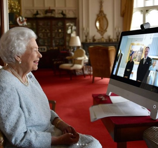 The Queen holds a virtual audience