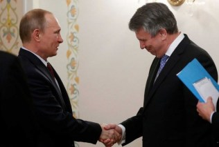 Shell's Ben van Beurden bows to Putin on Good Friday, 18 April 2014