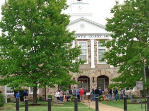 The Warren County Courthouse lawn was the site of a May 4, 2016, forced sale of Delin-quent Real Estate conducted by the Pond Law firm on behalf of Warren County.