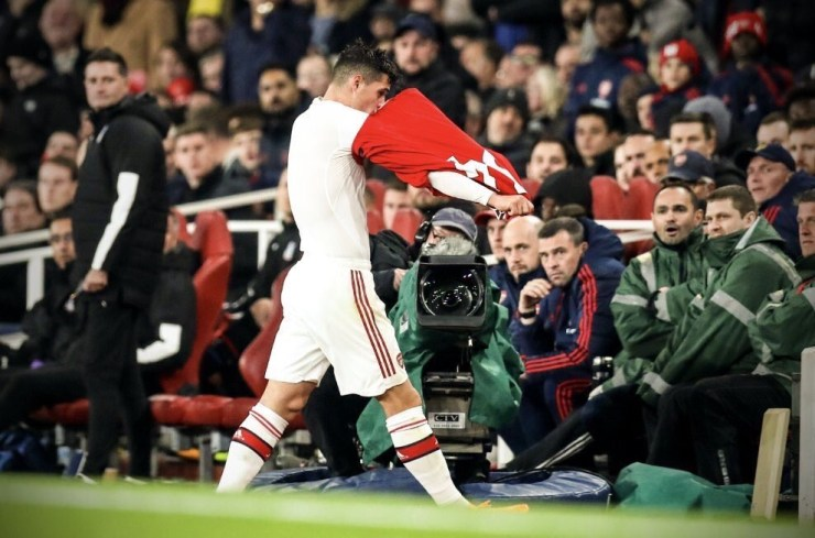 Unai Emery unhappy with Xhaka over angry reaction to the fans