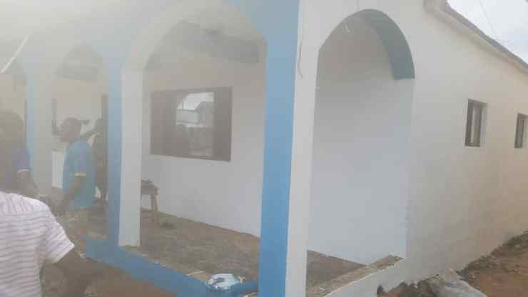 Oluwo commences road sides house painting