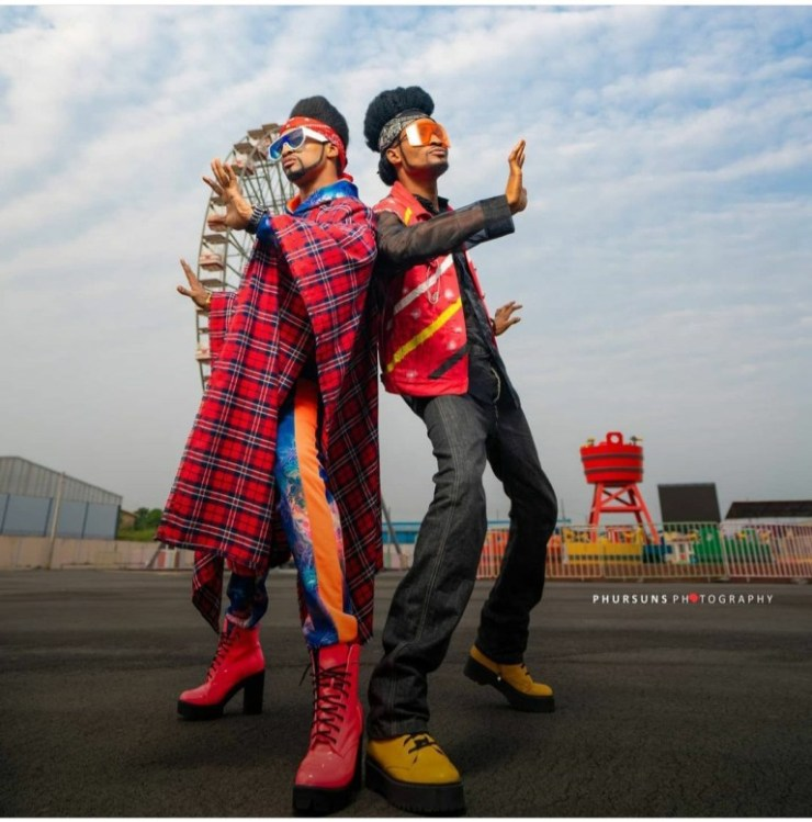 Denrele poses with his look-alike, watch their photos