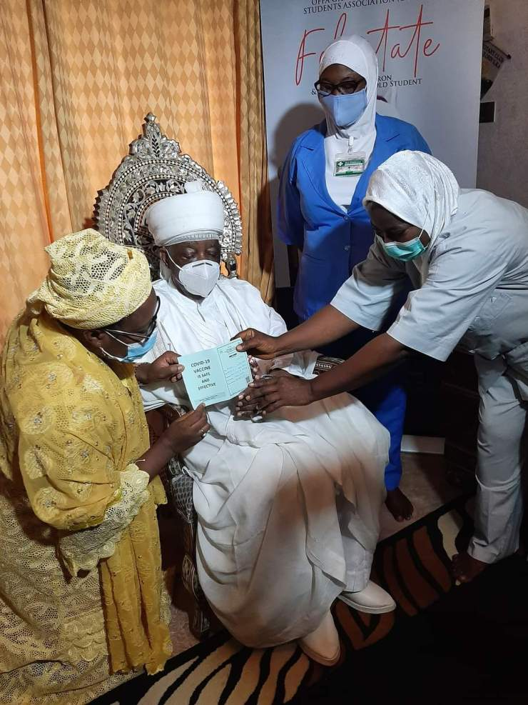 JUST IN.... Emir of Ilorin takes COVID-19 vaccines (PHOTOS)