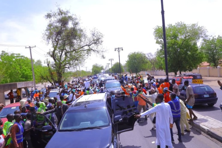 Borno state residents storm the streets in excitement to welcome the state governor as he returns from his 21-day vacation (photos)