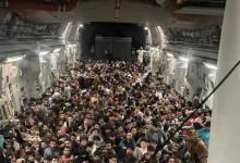 صورة صورة لفارّين أفغان تثير الفزع.. كم شخصاً حملت الطائرة وإلى أين اتجهت؟ TRT