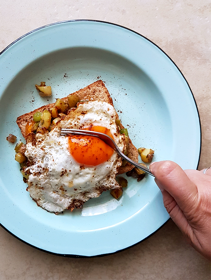 Super-fast Fried Eggs on Toast with Potato & Bell Pepper Hash