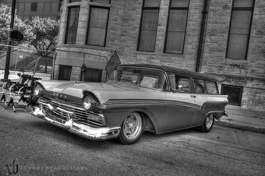 2013 Automobilia Moonlight Car Show 32_3_4_BW_HDR