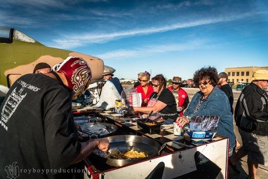 2016; Starliner; 143 Lots of helpers getting the free breakfast burritos ready