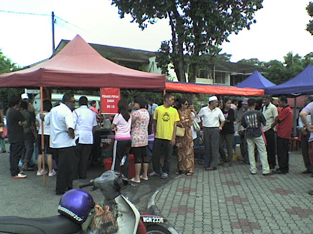 Beratur nak beli Popia Basah Penang kat Bazar Ramadhan Sek 14, PJ
