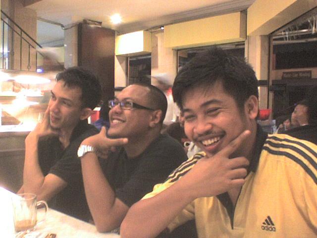 dari kiri, Pak Nine, Aidiel dan Mazhar