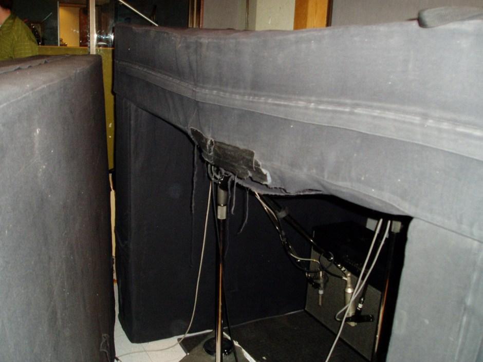 R-121 and condenser on Ben Harper's cabinet