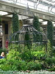 Garden Structure (Making Scents: The Art and Passion of Perfume)