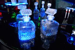 Pojemniki na alkohole Źródło: http://www.stockvault.net/photo/142030/vodka Autor: Vladimir Ovcharov