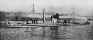 Niemiecki okręt podwodny SM U-9. Źródło: http://pl.wikipedia.org/wiki/Plik:U9Submarine.jpg