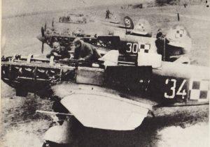 Przegląd techniczny Jaków-1 na lotnisku w Zadybiu Starym w 1944 roku.